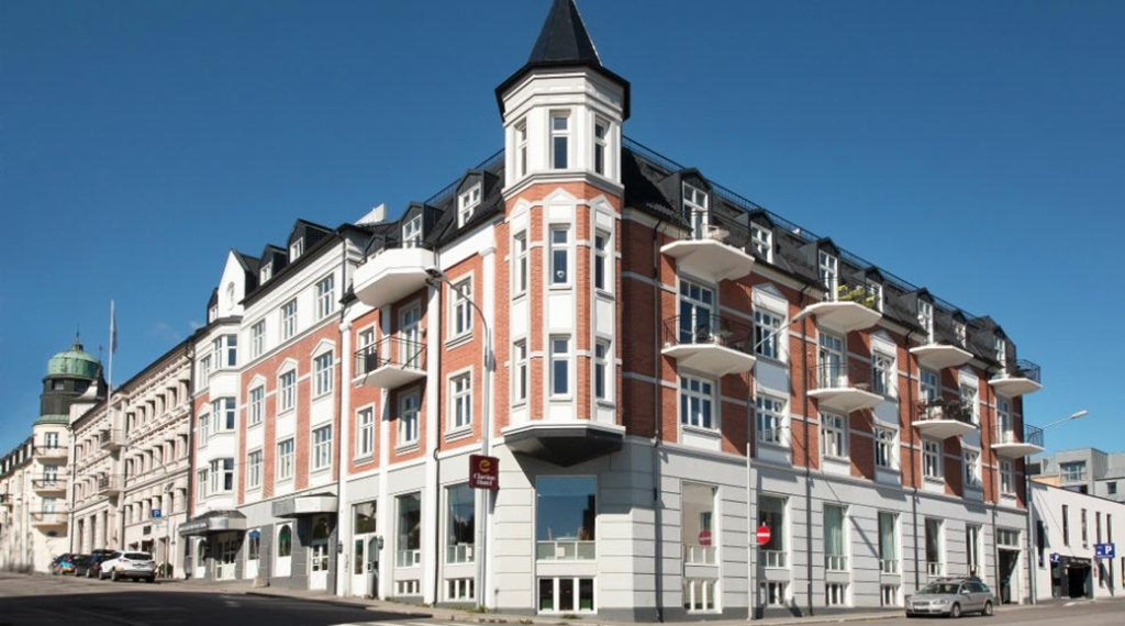 Fasaden på Clarion Collection Hotel Grand Gjøvik i Norge